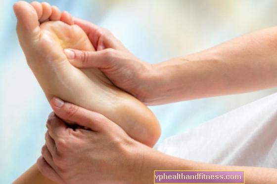 Pēdu masāža stimulē asinsriti. Pēdu masāža pacientu aprūpē